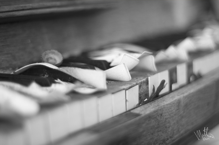 Grey Piano � Webalistic Photo